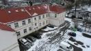 Szkoła i miasto widziane z drona